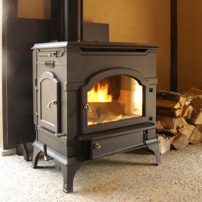 薪ストーブのやさしい暖かさ